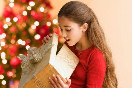 Как правильно принять подарок по этикету